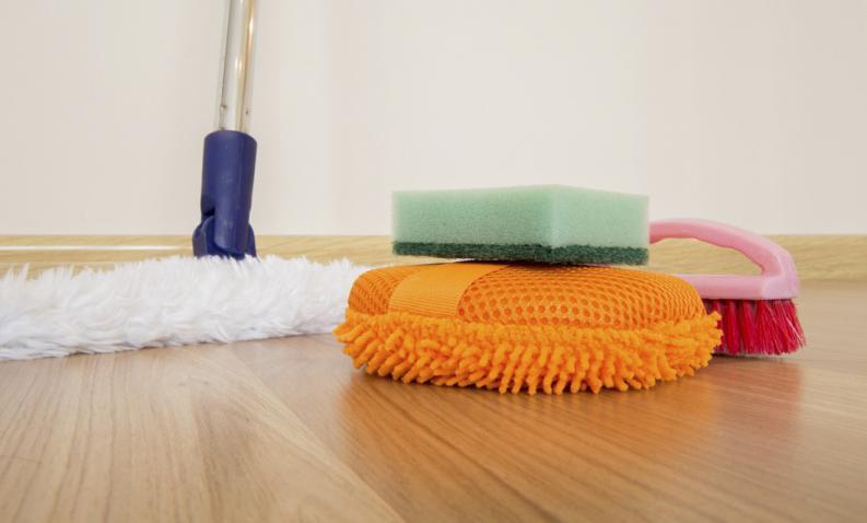 como-limpiar-un-piso-laminado-1