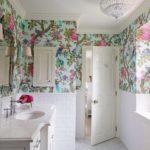 papel tapiz en baño con papel tapiz