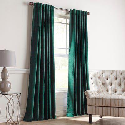 cortinas verdes con colores neutros